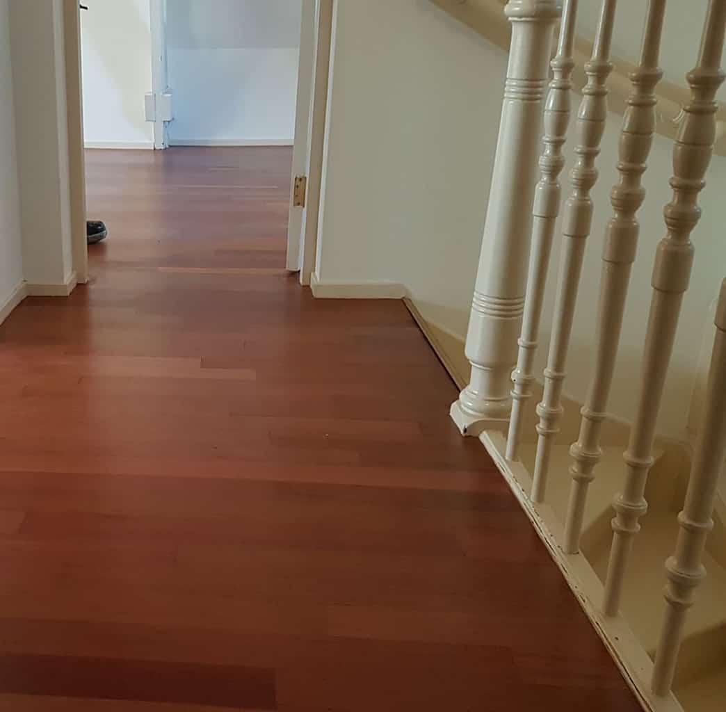 nieuwe houten vloer in de olie